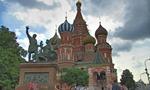 האנדרטה למינין ופוז'ארסקי בחזית קתדרלת ואסילי