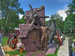 ויטלי איוונוביץ פופקוב - טייס קרב במלחמת העולם השנייה ופעמיים גיבור ברית המועצות.
