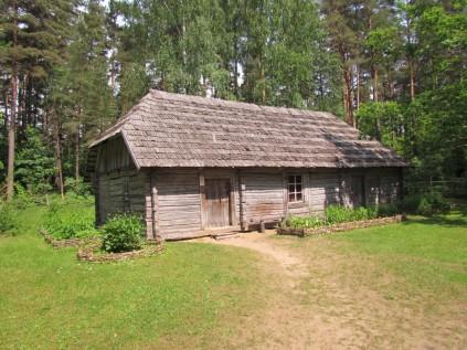 בית עם גג מרעפי עץ משנת 1888