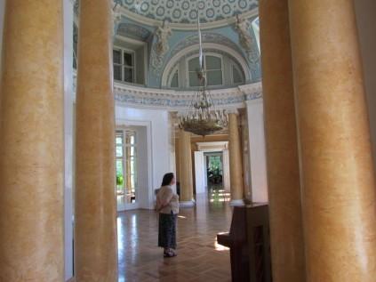 בתוך ארמון מזוטנה