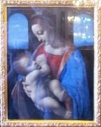 מוזיאון הרמיטאג' - מריה וישו, אם ובנה. ציור של לאונרדו דה וינצ'י