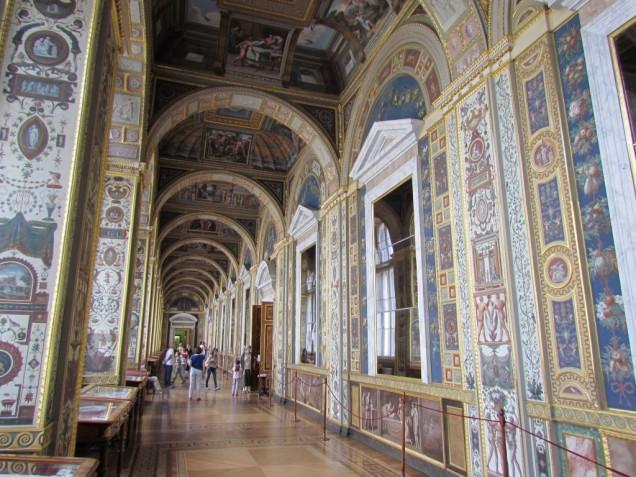 מוזיאון הרמיטאג' - קירות ותקרות מצויירים