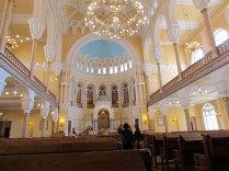 האולם הראשי של בית הכנסת קוראל