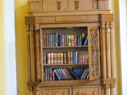 ארון ספרי תפילה בבית הכנסת קוראל