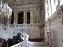 המדרגות בכניסה