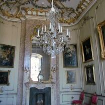 אחד החדרים בארמון החדש