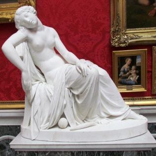 פסל יפה בחדר רפאל