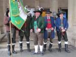 אוסטרים בלבוש חגיגי