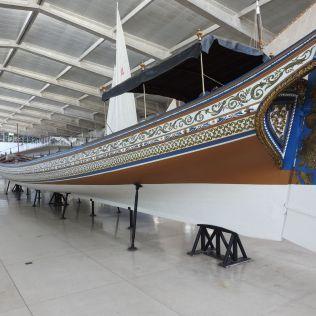 אסדה גדולה. נבנתה עבור המלך ג'ואן ה-5 בשנת 1728. הופעלה על ידי 80 חותרים. הספינה הפורטוגלית העתיקה מסוגה ששמורה עד היום.