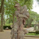 אנאס נמלט מטרויה, נושא את אביו על ידיו.