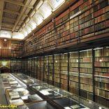 הספרייה. 19000 ספרים. 1500 מהם כתבי יד. 200 ספרים מאוירים מימי הביניים.