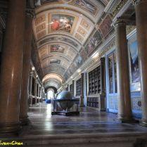 הגלריה של המלכה או גלריית דיאנה על פי סיפורי האלה דיאנה שעל הקירות. נבנה בתקופת הנרי הרביעי.